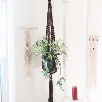 BROWN Macrame Plant Hanger, Vintage Style Macrame Hanging Planter, Modern Plant Holder, Beaded Pot Hanger, Large Pot Holder Hippie 70s Decor