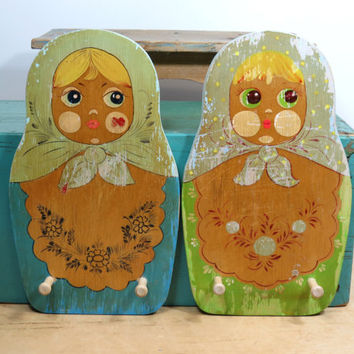 Russian Doll Wooden Peg Rack . Painted Matryoshka Babushka . Kitchen Dish Towel Holder . Hanging Key Rack .  Vintage Childs Coat Rack