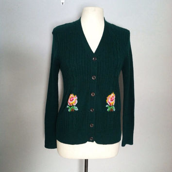 Emerald green 1970s cardigan / vintage green cardigan with flowers