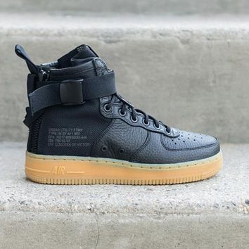 auguau NIKE - Women - W SF Air Force 1 Mid - Black/Gum