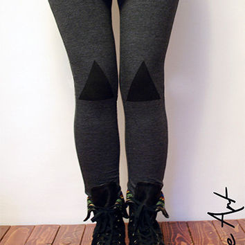 Black triangles patched leggings in graphite
