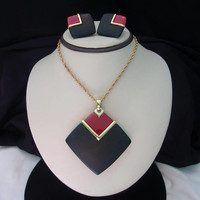 Crown Trifari MOD Large Black Red Geometric Pendant Necklace Lucite Gold Plate Chain Earrings Set