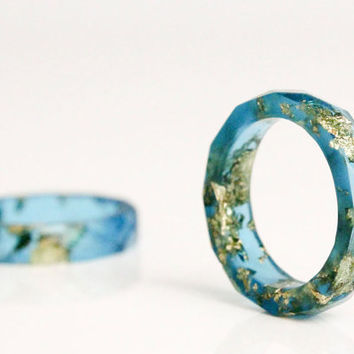 ocean blue and gold size 4 thin multifaceted eco resin ring