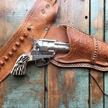 Vintage Shootin' Shell Fanner Cap Gun Ammo Belt And Studded Leather Holster, Mattel Shootin' Shell Fanner Toy Gun