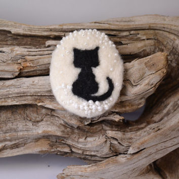 Wool Felt Pin Black Cat Silhouette White Snow - Winter Brooch - Christmas Pin - Handmade Christmas Gift under 20 USD - FREE SHIPPING