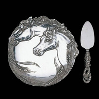 HORSE PLATE W/CHEESE SERVER