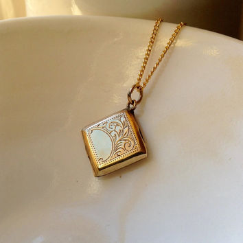 pendant chain love wedding locket golden gold lockets heart item gift necklace engraved letter