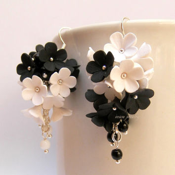 Black white - Flower earrings - Dangle earrings - Forget me nots - Handmade polymer earrings