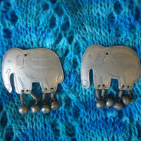 Elephants Buttons Vintage Handcrafted Silver Color Figural Buttons Sewing Knitting Arts and Crafts Projects