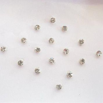 40 White Crystal fake nose stud,White clear Bindis,Body art decoration,Small size bindi,Nail art,Indian face jewel,eye decoration,bellydance