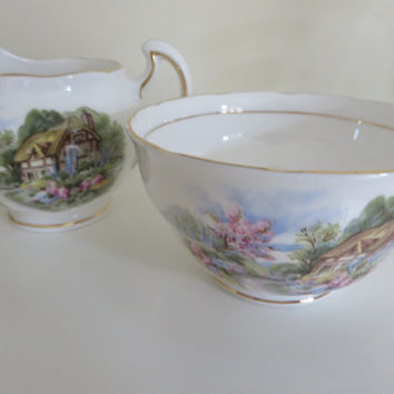 Royal vale vintage 1950's milk jug and sugar bowl