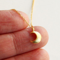 Crescent moon necklace, gold tiny moon necklace, moon pendant, Modern, Cute, Everyday Necklace, Gift for sisters, Mothers