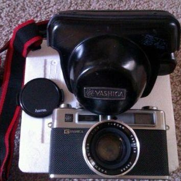 VINTAGE YASHICA 35 ELECTRO CAMERA WITH CASE WORKS!!