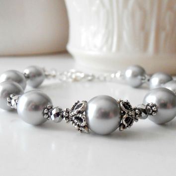 Wedding Jewelry Bridesmaid Bracelets Silver and Gray Bracelet Pearl Bracelet Bridal Party Jewelry Bridesmaids Gifts Handmade