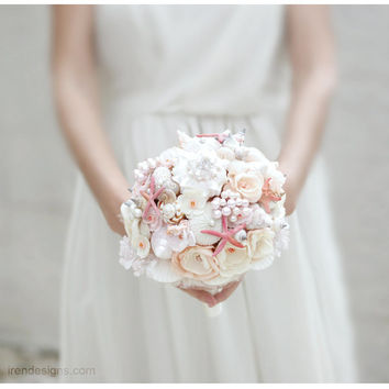 SALE// Seashells Beach Wedding Bouquet . Chic Coral and Beige Wedding Bouquet. Beach Bouquet