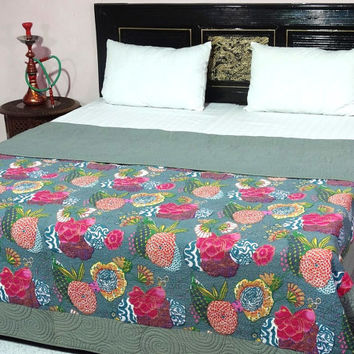 king size gray color tropical quilt coton fill king size quilt reversible tropical quilt