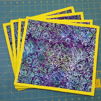 Batik quilted table mats - Quilted place mats Set of four - Colourful Table mats - Batik print design - Patchwork Dinner Decor