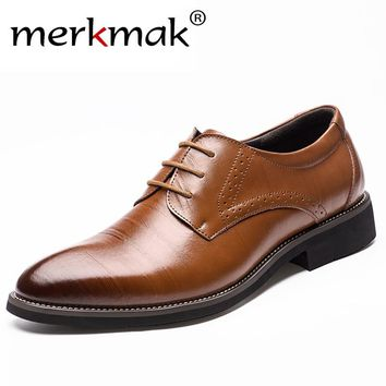 2017 New High Quality Genuine Leather Men Brogues Shoes Lace-Up Bullock Business Dress Men Oxfords Shoes Male Formal Shoes