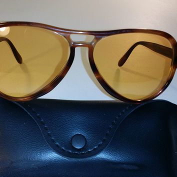 1970's VINTAGE B&L RAY BAN ALL-WEATHER AMBERMATIC VAGABOND AVIATOR SUNGLASSES **