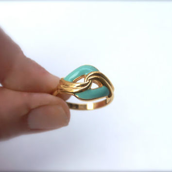 Vintage Turquoise Enameled Goldtone Wavy Interlocking Ring