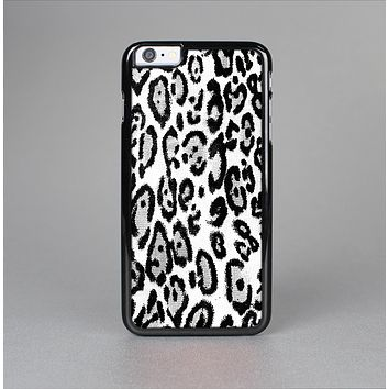 The Black and White Snow Leopard Pattern Skin-Sert for the Apple iPhone 6 Plus Skin-Sert Case