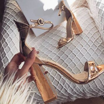 Hot style hot selling sexy word with chunky heel heel sandals