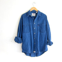 vintage distressed Levi's jean shirt. dark wash denim shirt. button down shirt. pocket shirt.