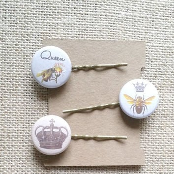Bee Hair Pins / Queen Bee Theme / Button Hair Pins / Flat Back Buttons / Retro Style Pins / Hair Accessories Set