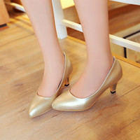 Pointed Toe Pearling Leather Low Heeled Women Pumps 5944
