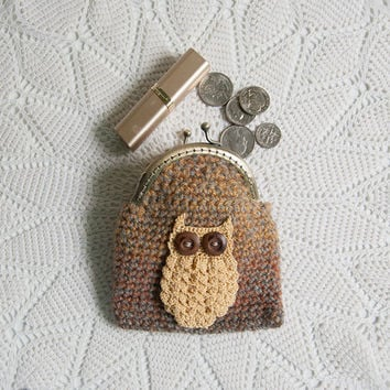 Crocheted Coin Purse, Sandy Drifts colored Yarn, Crocheted Golden Owl Applique, Kisslock, makeup bag, wallet, stocking stuffer