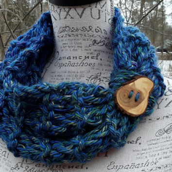 Button scarf. Knit Chunky cowl. Made by Bead Gs on ETSY. blue with subtle hints of green. infinity cowl.