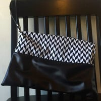 Black and White Chevron Cosmetic Bag,Clutch,Travel Bag,Toiletry Bag,Zipper Pouch,Accessory Bag,Envelope Clutch,Purse,Make-Up Bag,Wristlet
