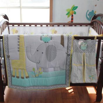 0225 Muslin Bear BeaElephant Giraffe Pattern Crib Bedding Sets Baby Bedding 4-5PCS Quilt/Bed Around/Fitted/Bed Skirt/Diaper Bag