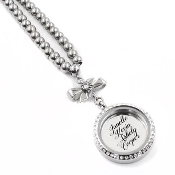 Engraved Locket includes engraving on back
