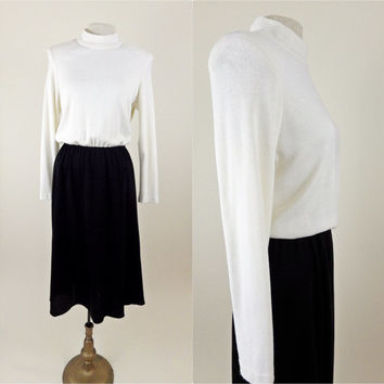 80s Classic Vintage Shoulder Pad Dress // Long Sleeves // Black and Cream // Full Skirt // Medium Large