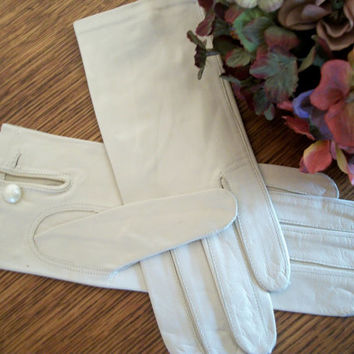 Women's Gloves Beige Lavaris Italian Leather Evening Gloves Size 6.5 Wrist Length Vintage Accessory Bridal Wedding Attire