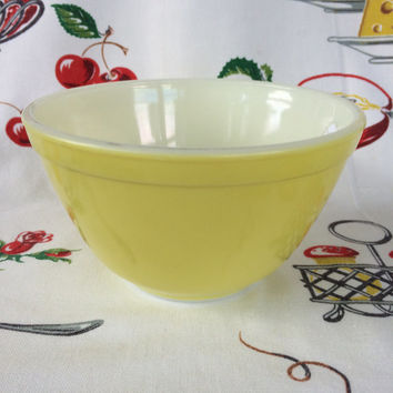 1950s Pyrex Yellow 401 Mixing Bowl Mid Century Vintage Kitchen 1 1/2 Pt