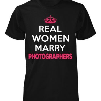 Real Women Marry Photographers. Cool Gift - Unisex Tshirt