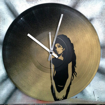 Amy Winehouse, vinyl record spray paint decoration handmade stencil clock