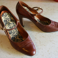 1960's brown leather heels Mary Jane style shoes with slightly pointed toe and 3 inch heels casual strappy shoes size 5.5 Medium width