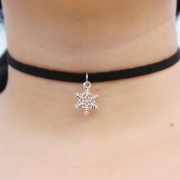 N889 Pendant Chokers Necklaces For Women Black Velvet Suede Gothic Punk Collares Fashion Jewelry Snowflake Bijoux 80's 90's