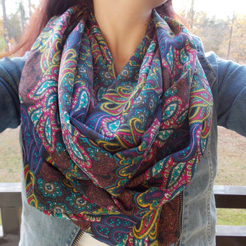 Classy Paisley infinity scarf by OllasCreations on Etsy