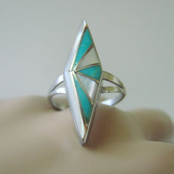 Silver Mother of Pearl Inlaid Ring / Southwestern / Native American / Artisan / Size 6 / 2.4 Grams / Geometric Styling / Vintage Jewelry