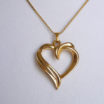 Vintage Heart Pendant Necklace, 18 Inch Chain, Gold Tone Necklace, Gold Tone Jewelry, N057
