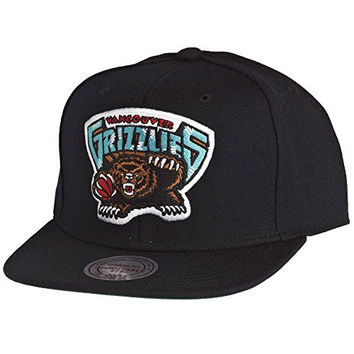 Mitchell & Ness Mitchell & Ness Vancouver Grizzlies Wool Solid Snapback Cap in Black ONE SIZE Black