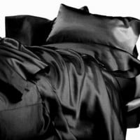 New Queen Size Satin Sheet Set - Includes 1 fitted sheet, 1 flat sheet and 2 pillow cases - Black