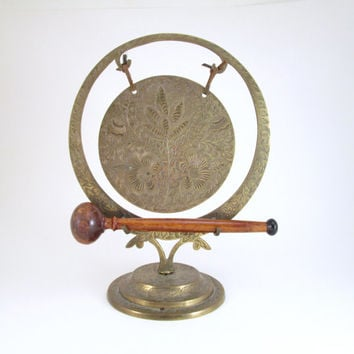 Vintage Brass Tabletop Gong, Brass Breakfast Gong, Etched Brass Gong from India, Brass Table Bell, Indian Home Decor, Brass Shelf Decor