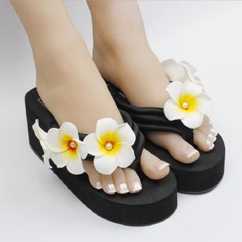 The new summer pearl egg flower sewing beach shoes wedges platform durable flip flops