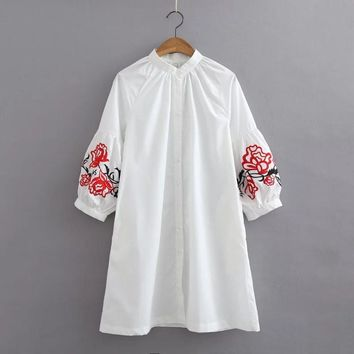 2017 Spring Fashion Women Elegent embroidery loose long shirt Blouse Brand puff sleeve o neck white long casual Tops LS1052