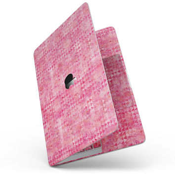 Pink Textured Triangle Pattern - MacBook Pro without Touch Bar Skin Kit